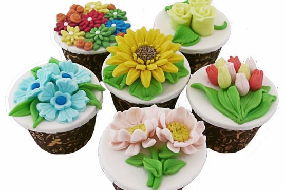 Basic Flower Cupcake Decorating Class